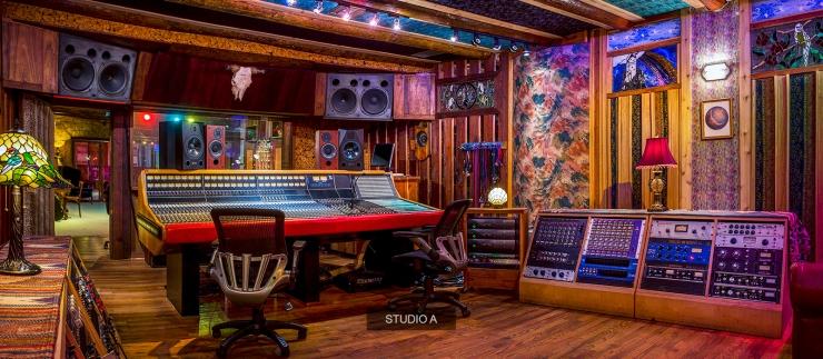 1600x700 studio_a_control_index_carrousel